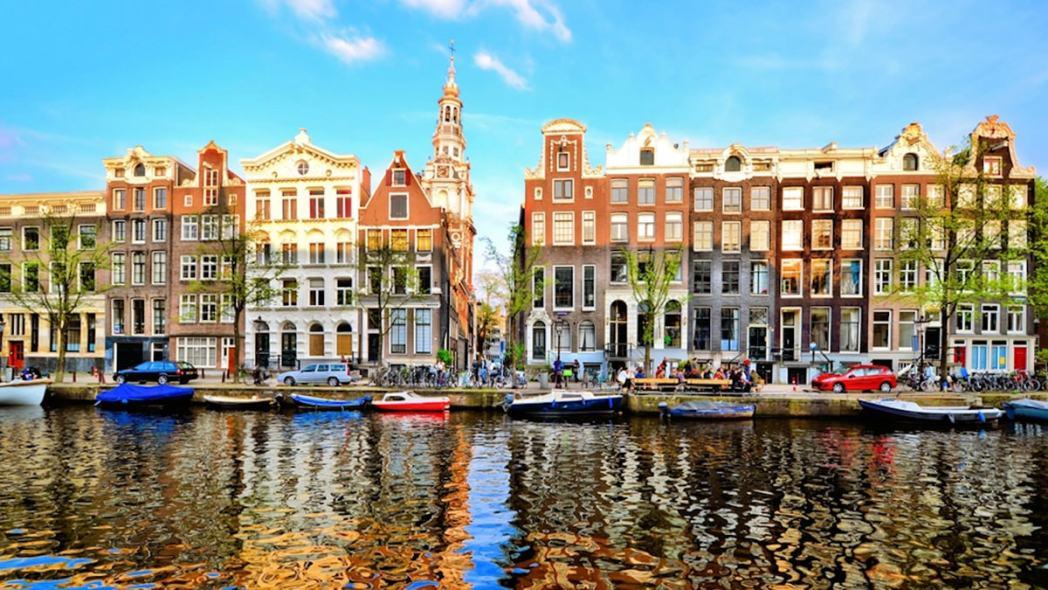 Amsterdam là điểm xuất phát của tuyến đường sắt xuyên châu Âu Eurail