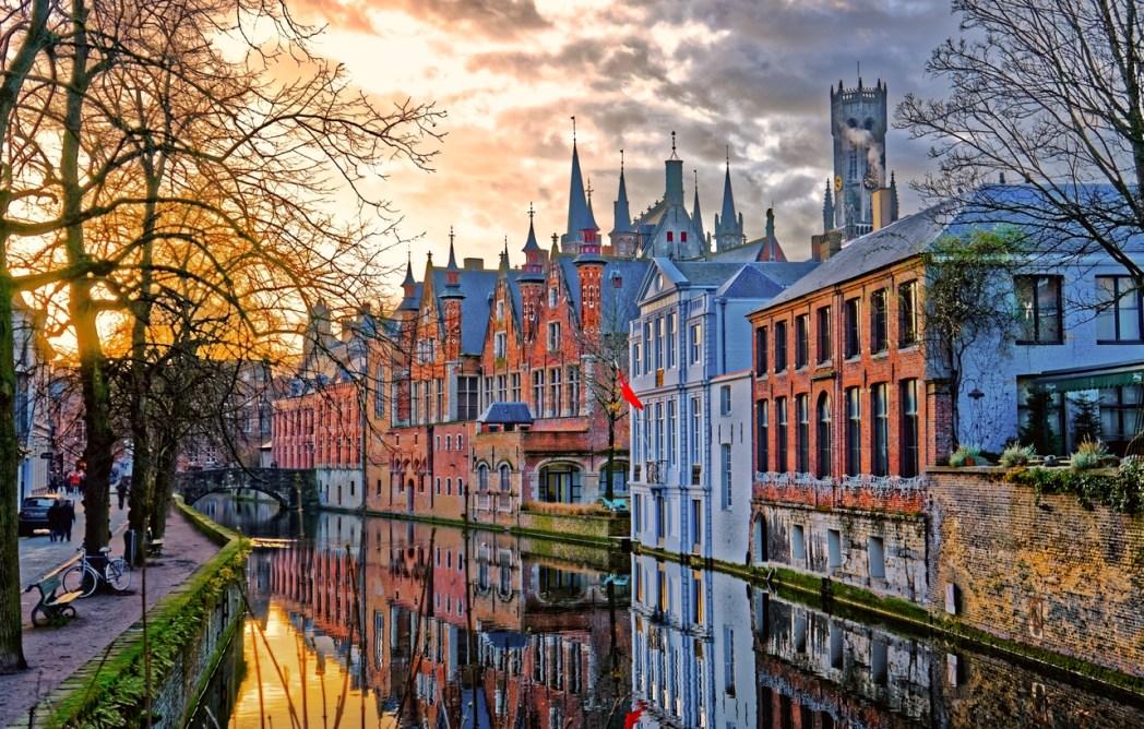 Bruges là một thành phố kênh đào đầy lãng mạn và được liệt kê vào danh sách di sản thế giới của UNESCO